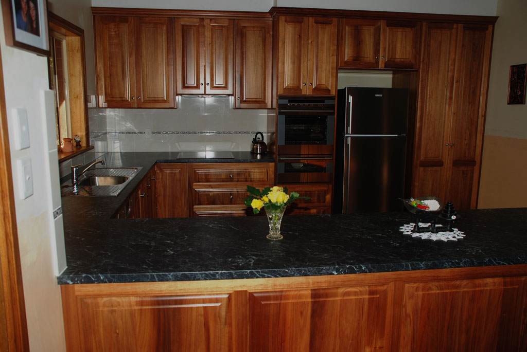 Country kitchens and robes country kitchens new for Kitchen ideas adelaide